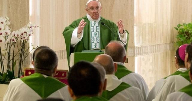 """Il Papa: """"Essere selettivi non è cristiano"""""""